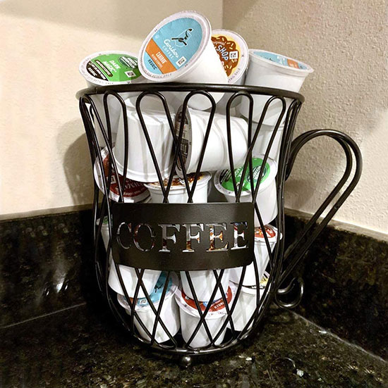 Single-serve coffee cup holder compatible with different brands